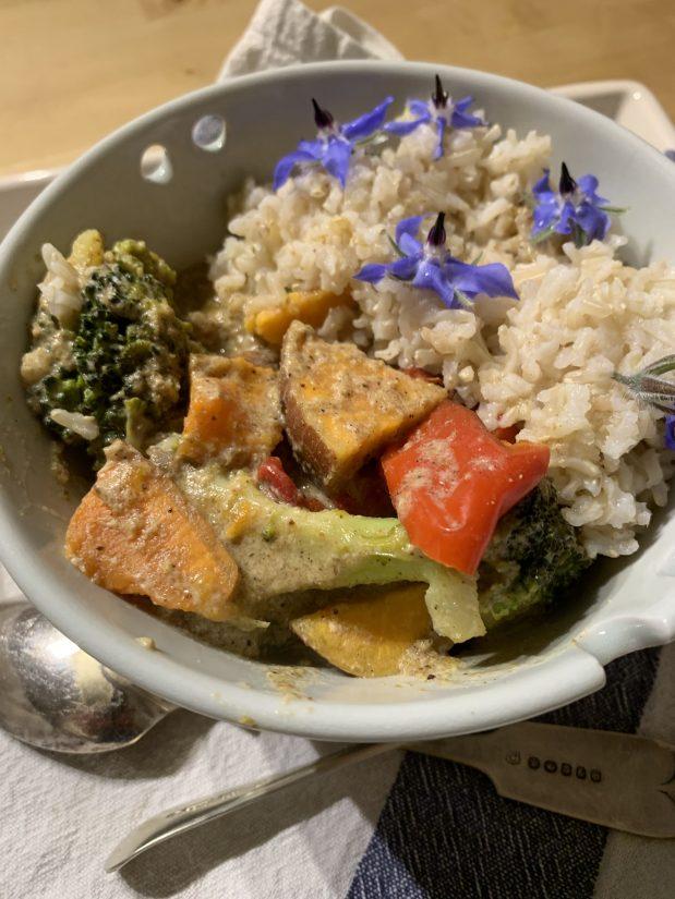 Creamy sweet potato & broccoli curry